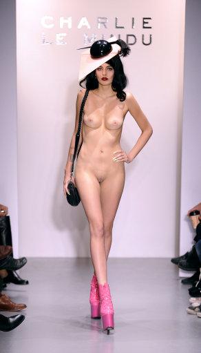 Fashion week london голые модели23