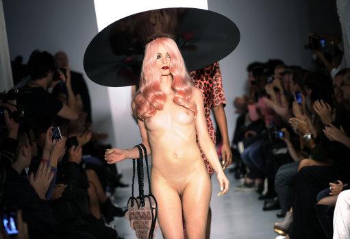 Fashion week london голые модели155