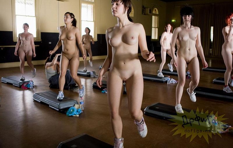 русские голые на тренировка женщины видео начале певица раздевается